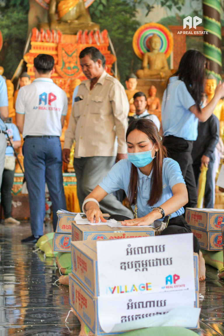 Flood relieif for people affected by flood in Dangkor district, Phnom Penh